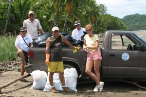 beach cleanup playa samara costa rica